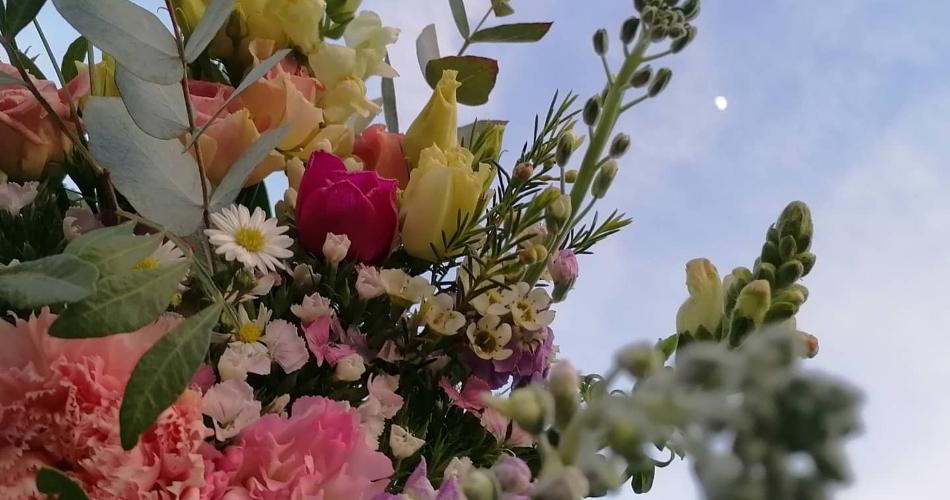 Image 2: Flora Laura Flowers