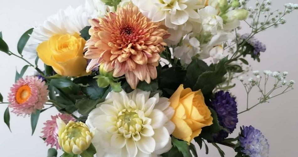 Image 3: Flora Laura Flowers