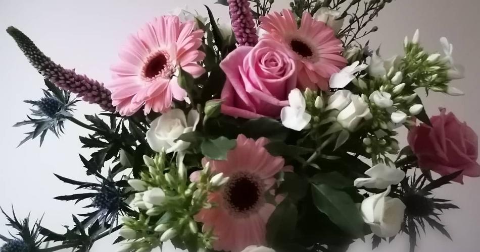 Image 4: Flora Laura Flowers