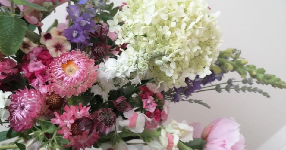 Image 6: Flora Laura Flowers