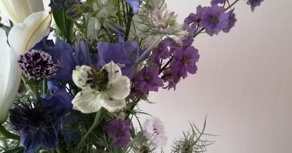 Image 7: Flora Laura Flowers