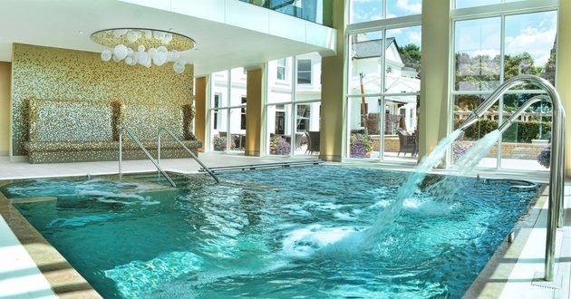 Hydrotherapy look with five different water experiences