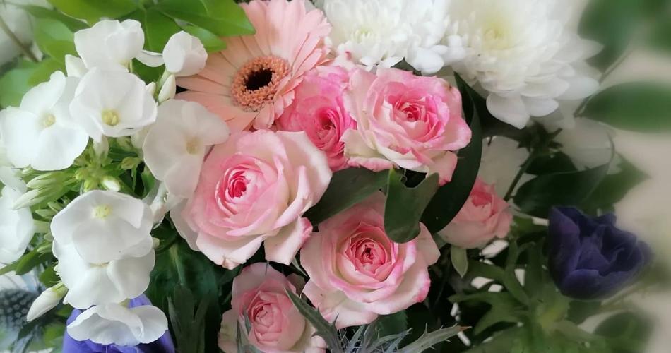 Image 1: Flora Laura Flowers